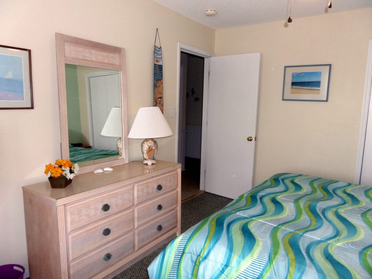 obxrental_downstairsmaster2_seaurchininn