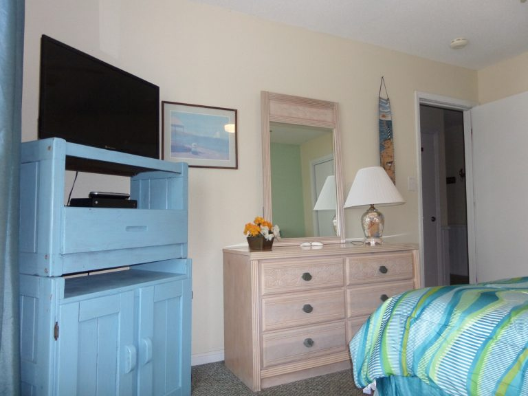 obxrental_downstairsmaster3_seaurchininn
