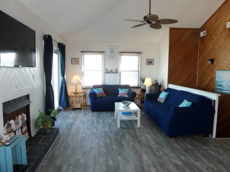 obxrental_livingroom1_seaurchininn